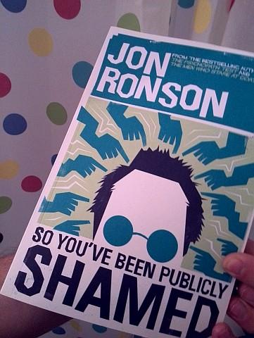Jon Ronsons neuestes Buch, lese ich auch gerade